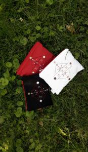 Berbera Design collection atlas pochettes tamrart posées sur l'herbe