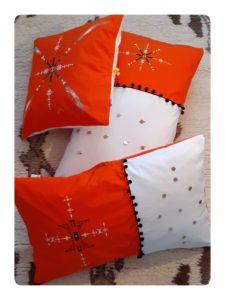 Berbera Design - ensemble coussins avec housses Zaynab- posés sur tapis berbère