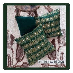 Berbera Design - Coussin avec Housses Tazmurt Luciole- 60x40 et 40x40cm - posés sur un tapis berbère