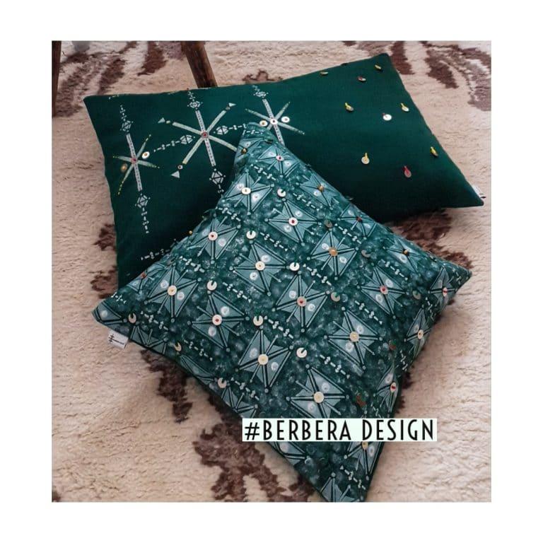 Berbera Design- coussins avec housses de coussin Tazmurt Perle- posés sur un tapis berbère coloris crème