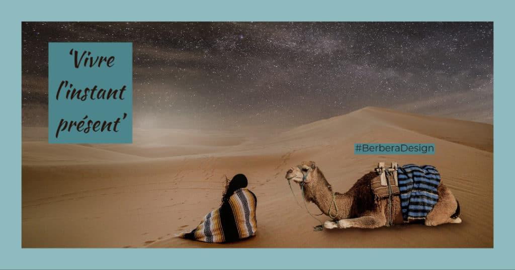 Berbera Design-femme avec son dromadaire assise dans le desert- vivre l'instant present