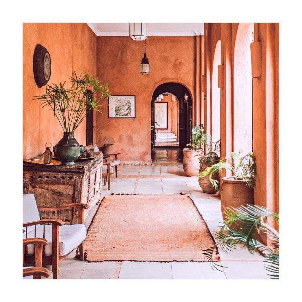 Berbera Design - Casbah berbère -patio avec decoration minimaliste et berbère